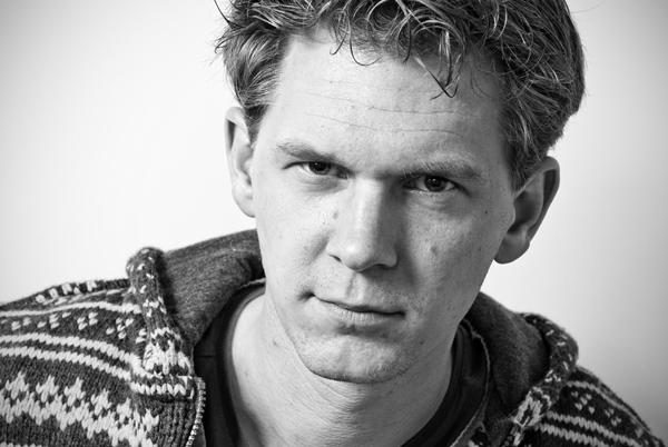 Zelfportret in zwart wit van Christian Reijnoudt