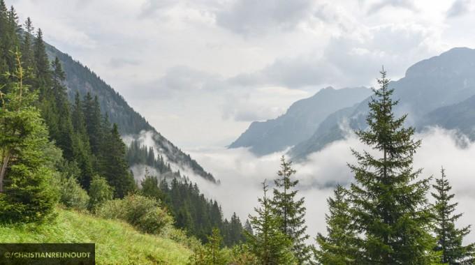 Gschnitz, In De Ochtend Bedekt Door Wolken