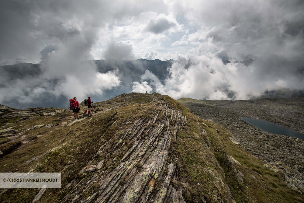 Na Satteljoch lopen we boven Praxmar op bijzondere bergen