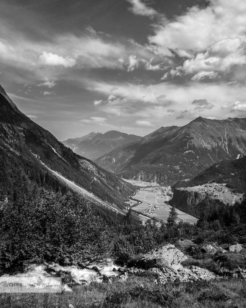 Zicht op het Otztal met Längenfeld in het dal