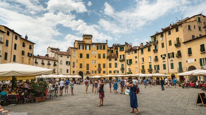 Lucca - Piazza Dell' Anfiteatro
