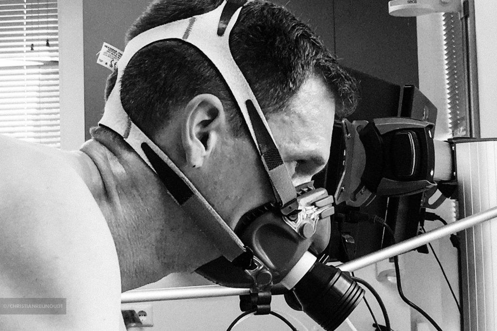 Het masker wat je op hebt tijdens de sportmedische test