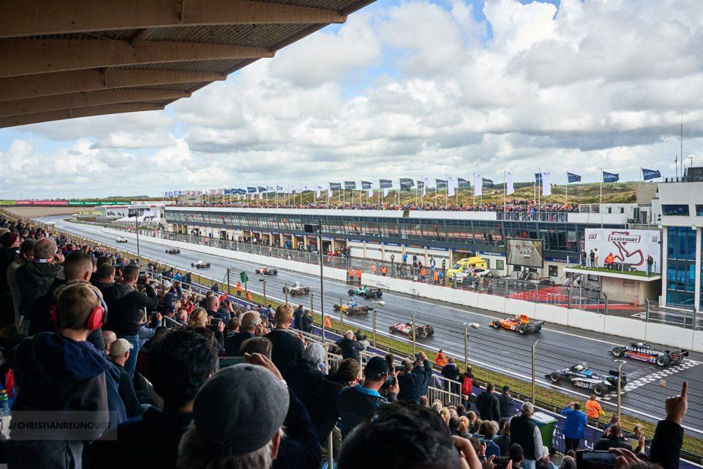 Start van de voormalige F1 auto's tijdens de Historic Grand Prix