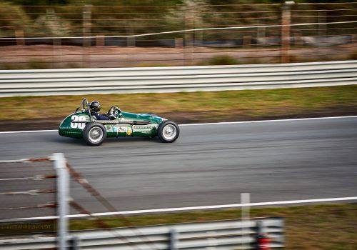 Racen Op Het Circuit Zandvoort Met Een Historische Racewagen.